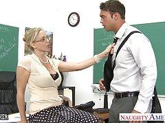 Enfermera Hidden CAM ve pilladas caseras amateur a su amante
