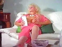 La pareja tiene fibra Milene sin la necesidad de pillada masturbandose casero un condón.