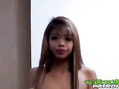linda chica se registra en la cámara, se la follan videos sexo casero pilladas