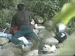 Dos hombres, jueguen videos de sexo casero pillados con la anciana.