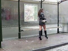 Pervertido xvideos pilladas caseras Coed en falda a rayas