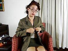 Al folladas caseras pilladas diablo con la enfermera de la clínica.